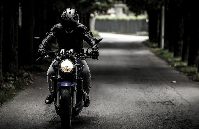 Des béquilles pour lever votre moto