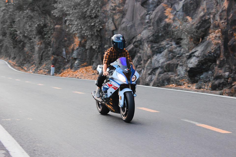 Les avantages du casque de moto: comment bien en profiter?