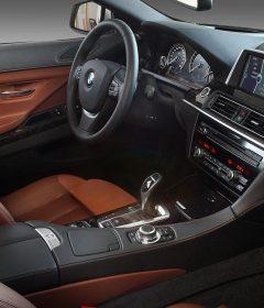 Vue de l'intérieur d'une voiture