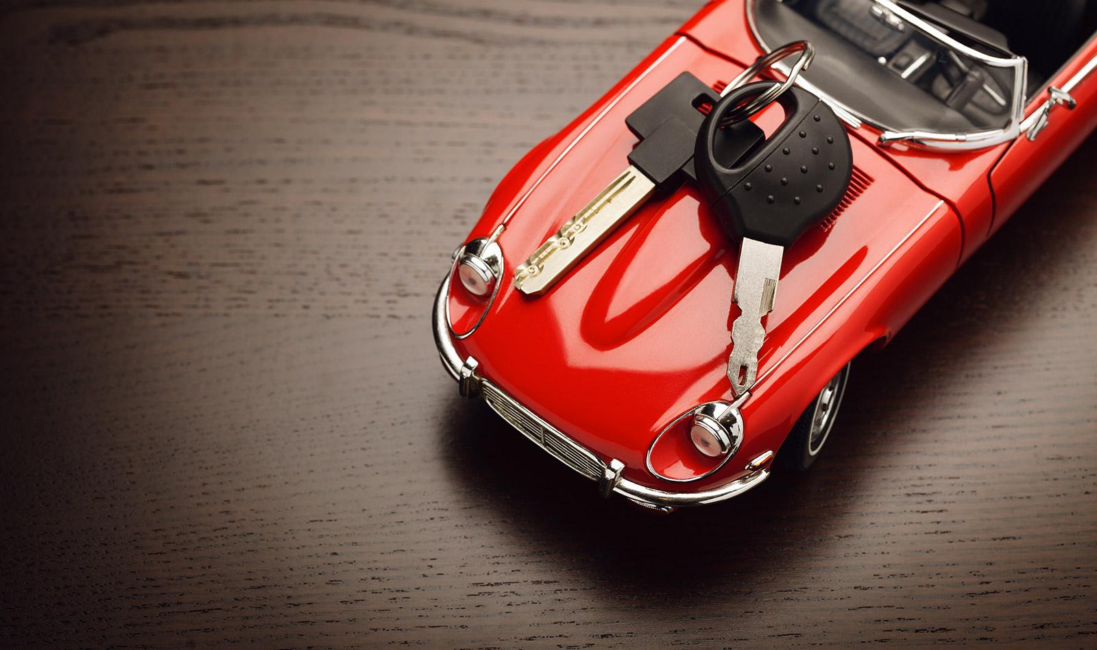 Une voiture rouge à assurer
