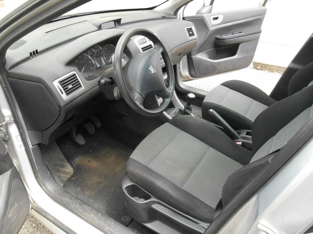 Aperçu des moquettes de l'intérieur de sa voiture