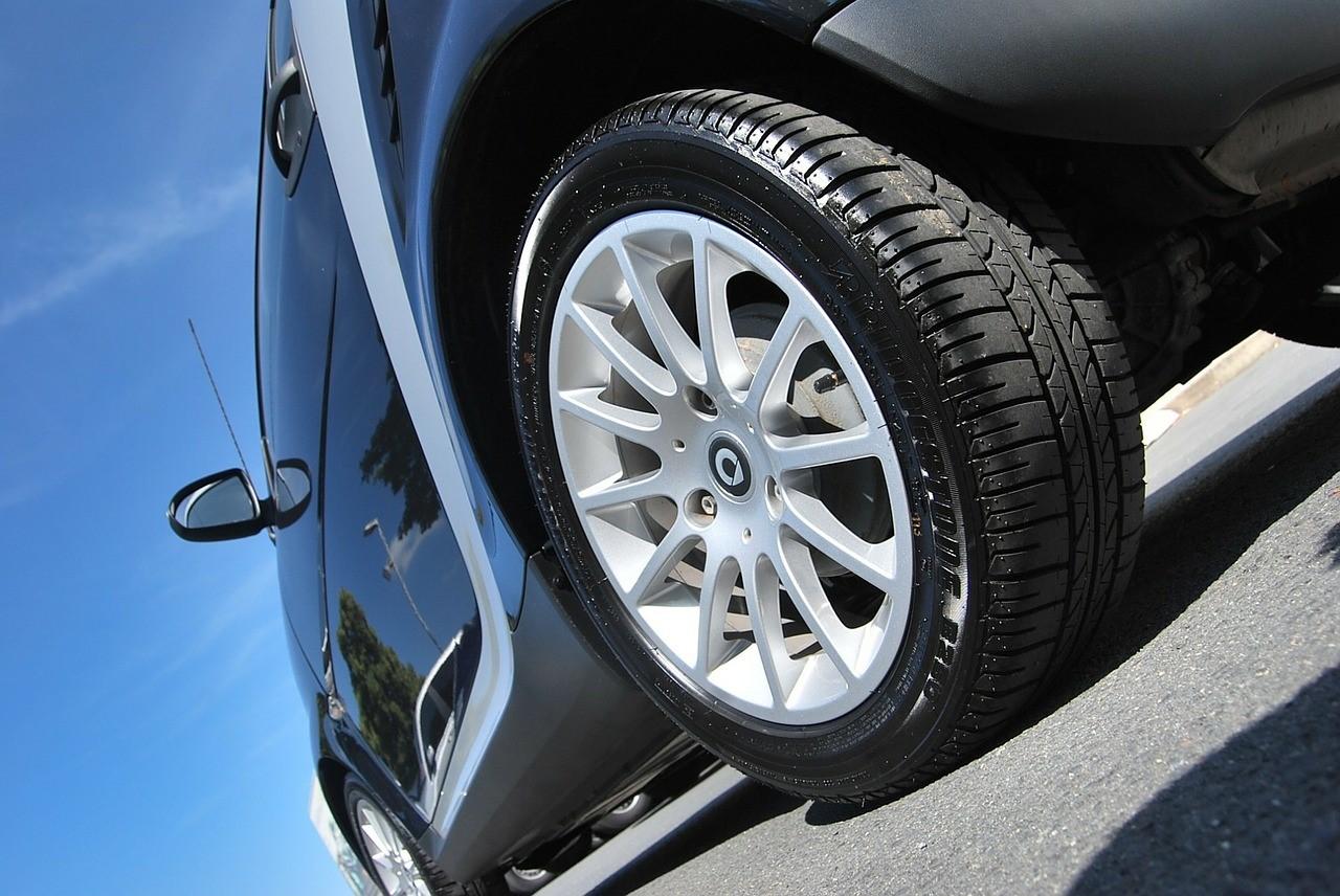 Commander ses pneus en ligne : quel intérêt ?