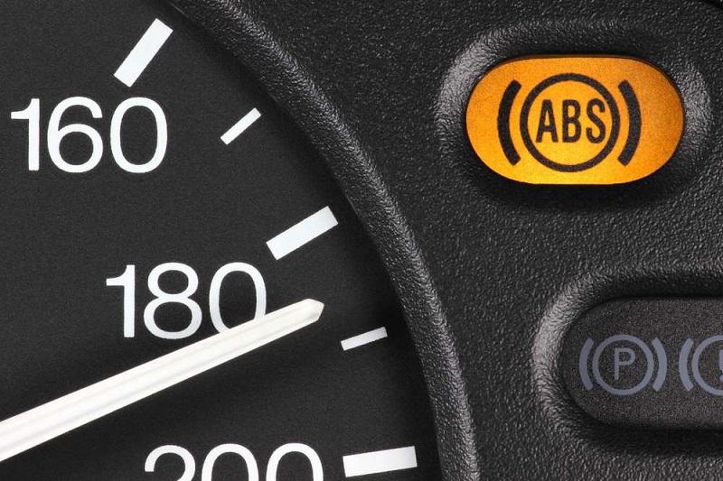 Est-il dangereux de rouler avec un voyant ABS allumé