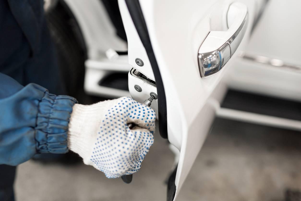 réparation carrosserie voiture abîmée
