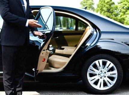 Choisir un chauffeur VTC spécialisé dans les déplacements professionnels et touristiques